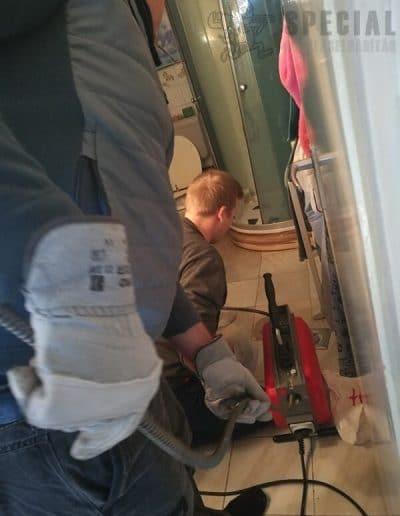 Fürdőszoba beázott padló tisztítása
