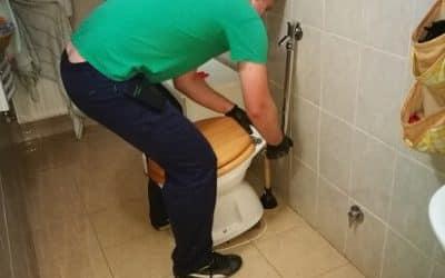 WC dugulása Felcsúton