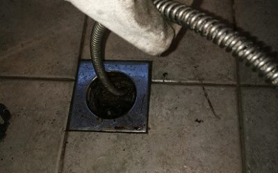 Padlóösszefolyó spirálos tisztítása