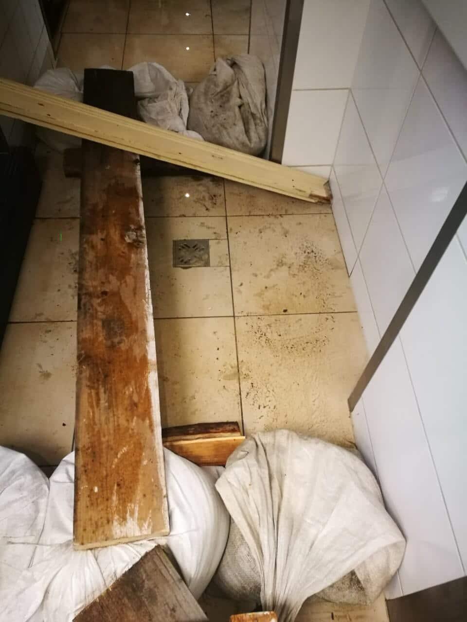Hadiállapot a lakásban a szennyvíz miatt