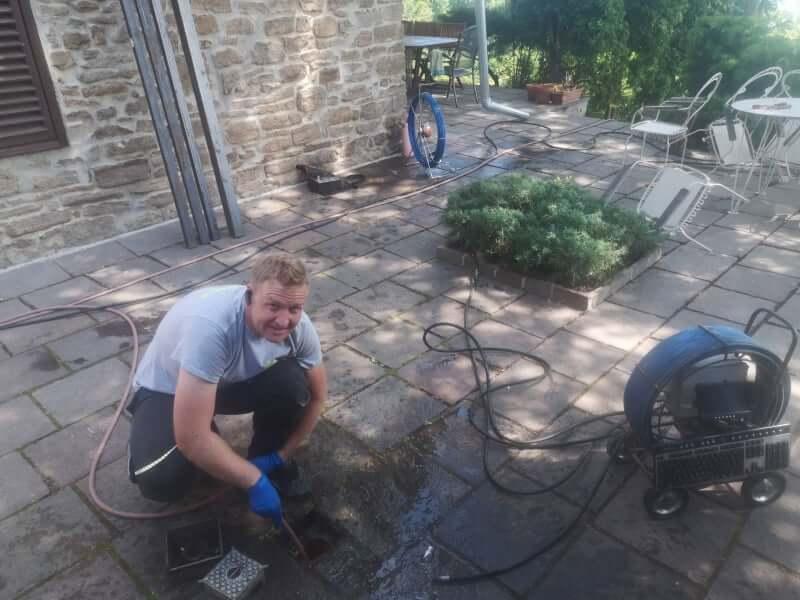 Szennyvízcsatorna tisztítása womával